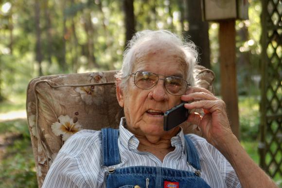 Grandad phone to Bub cu sm